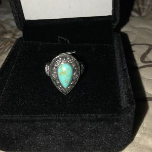 Jewelry - Beautiful turquoise vintage ring